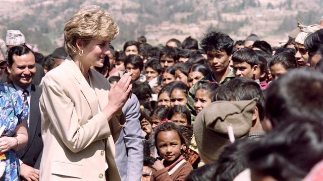 Momen Menyentuh Pada Saat Putri Diana Mengikuti Forum Sosial